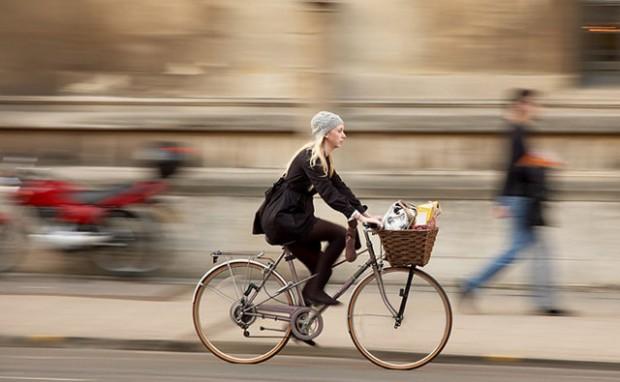 women-bike_2519263k-620x382